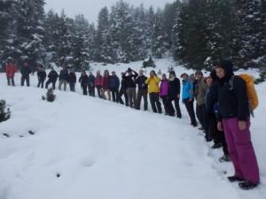 Schneewanderung der Exkursionsgruppe bei Praxmar